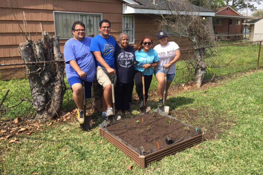 Students building a garden at Alternative Spring Break.