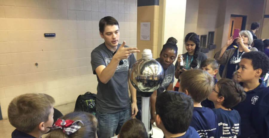 SET student demonstrates at Fiesta of Physics 2016 event.