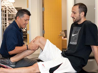 Saenz attends to Spurs player Manu Ginobili