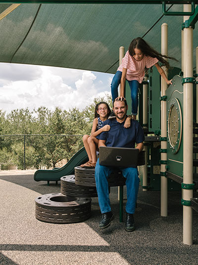 Cybersecurity graduate Mark Maldonado and his daughters
