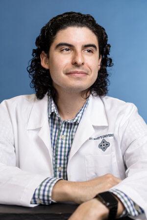 Dr. Hugo Salazar